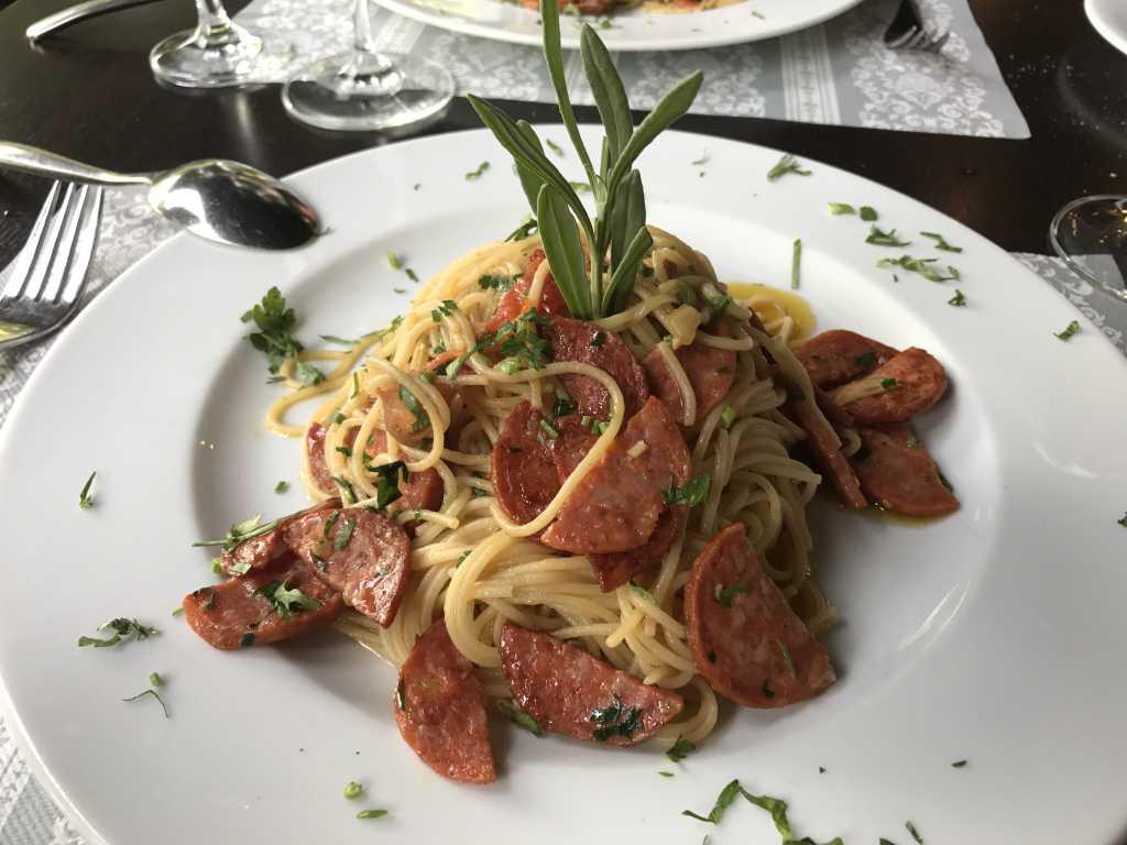 Spaghetti alio e olio mit Salsiccia
