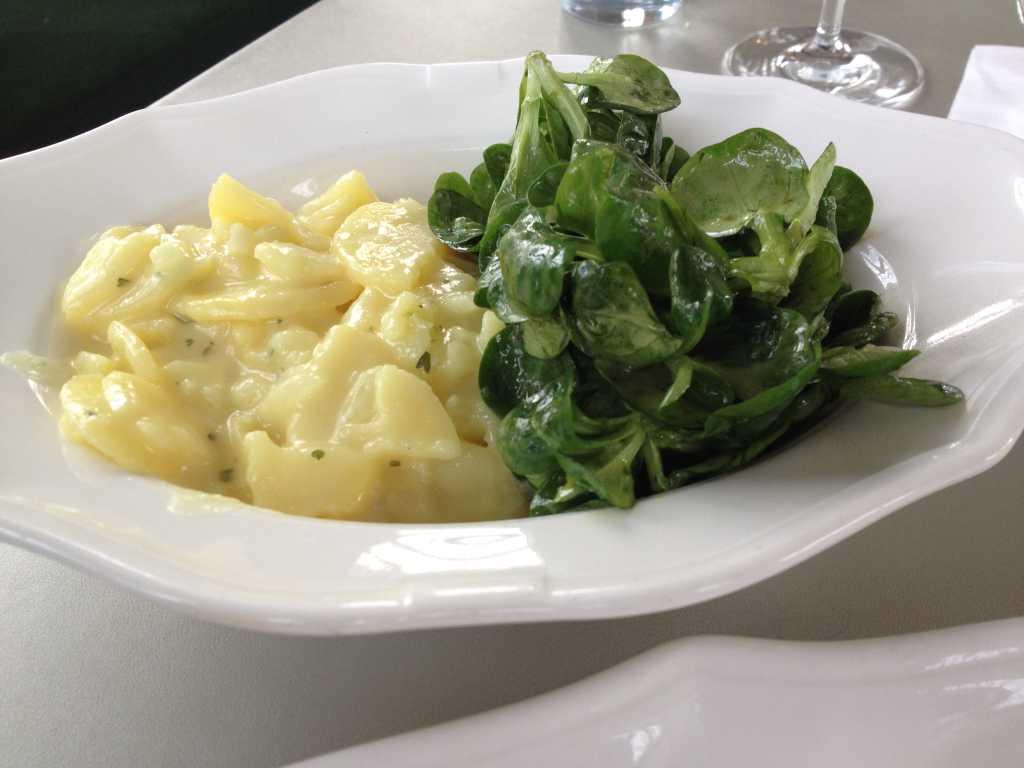 Kartoffelsalat und Feldsalat