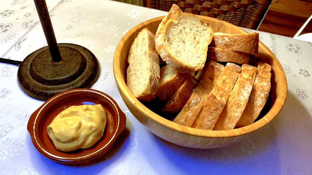 Brot & Curry-Mango Mayonnaise