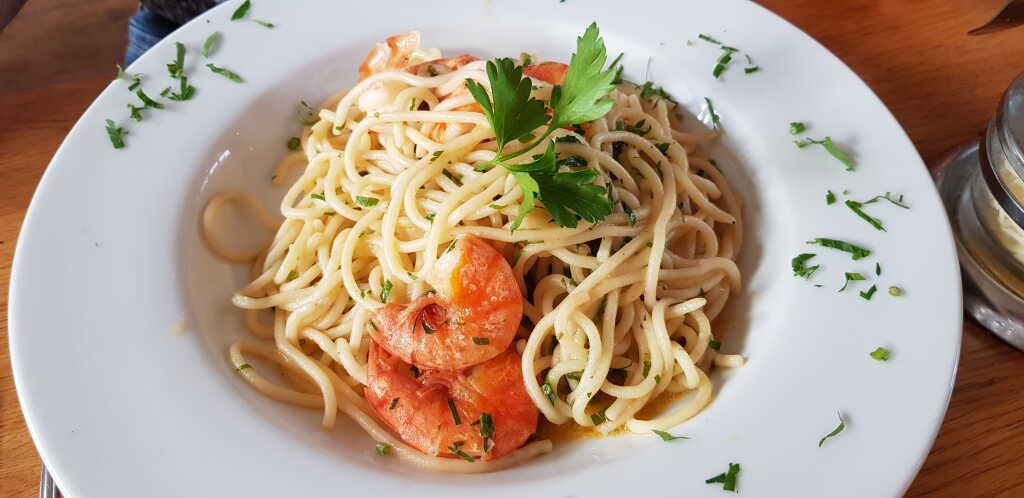Hausgemachte Spaghetti Aglio Olio mit Garnelen