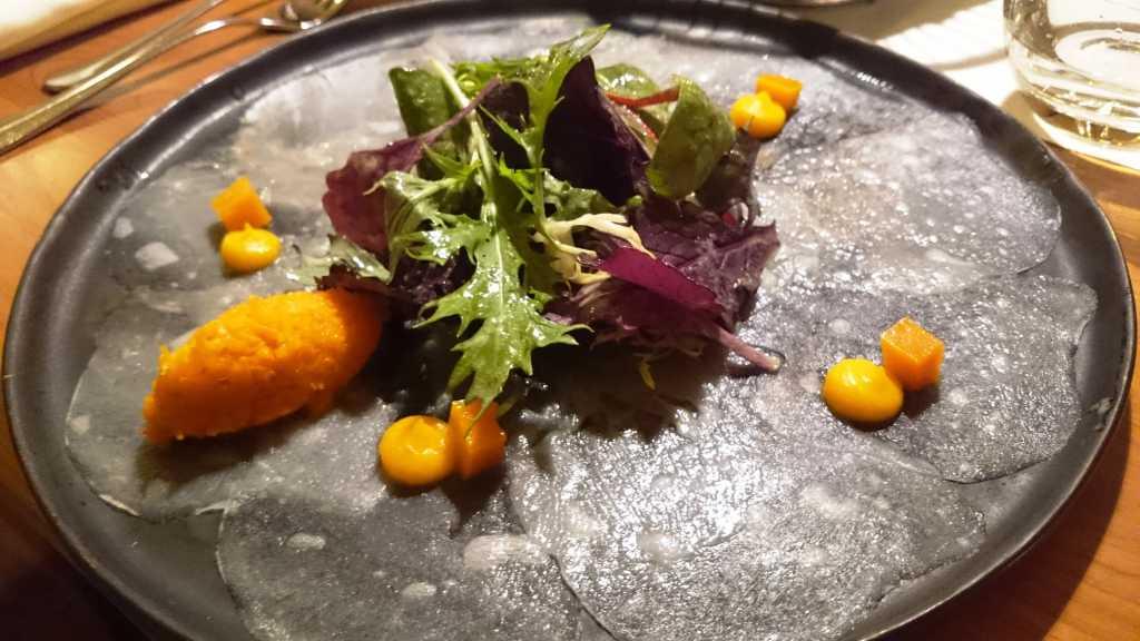 Carpaccio vom Seeteufel |  Butternusskürbis | Meerrettich | Kräutersalate