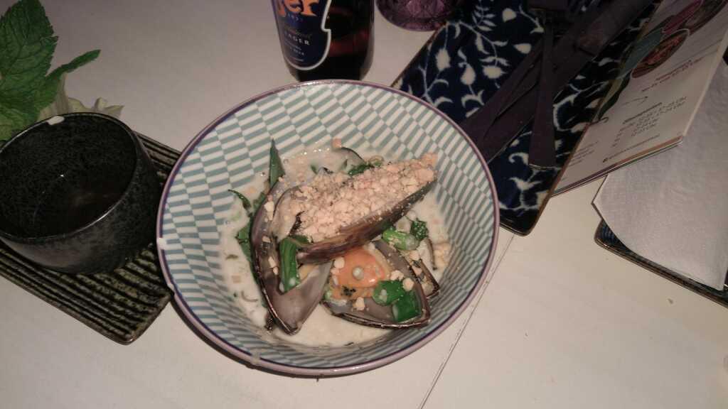 Chem Chep Xao Nuoc Dua - Miesmuscheln in leicht scharfer Kokossoße mit Erdnüssen 7,50€