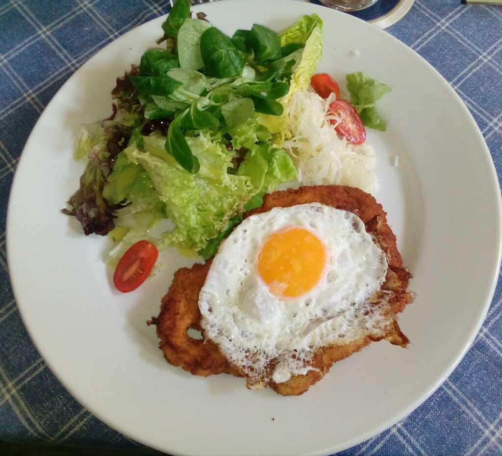 Salatplatte mit Schnitzel