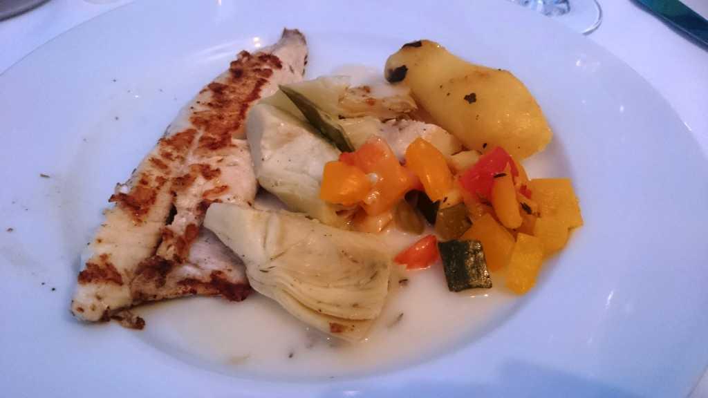 Knurrhahnfilet mit Artischockengemüse und Paprika