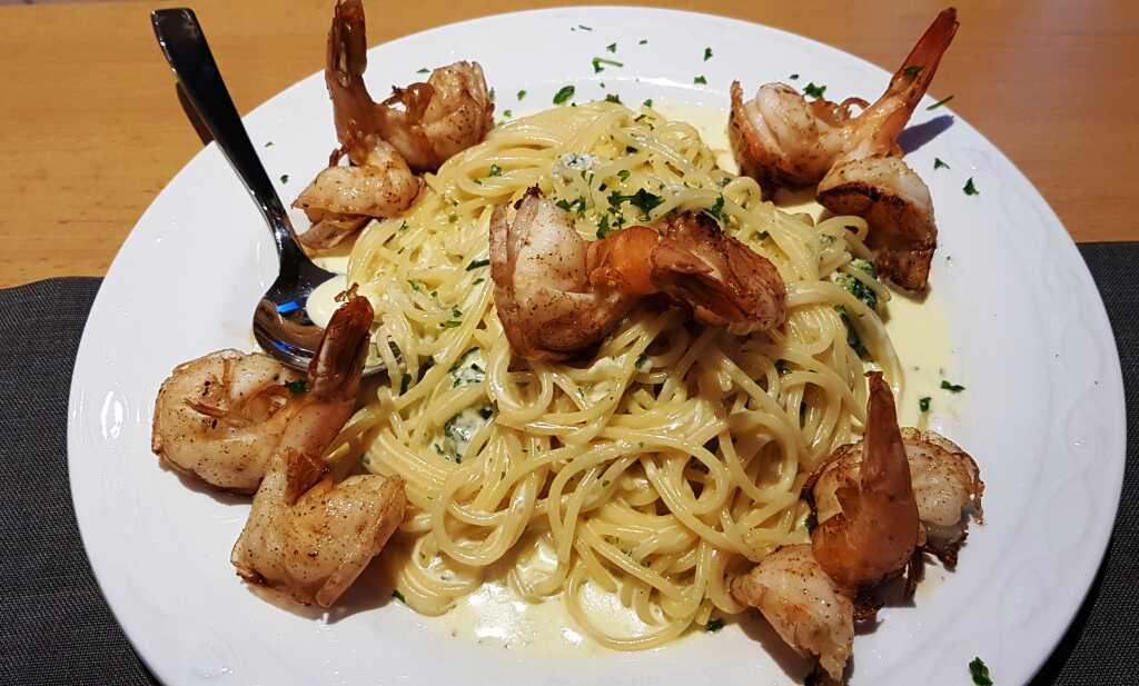 Spaghetti mit Brokkoli-Gorgonzolasauce  ergänzt mit Garnelen