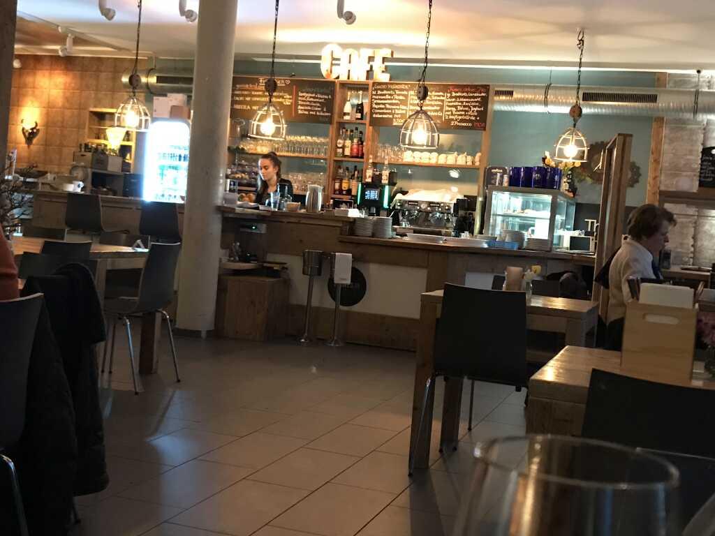 Restaurant- und Thekenbereich