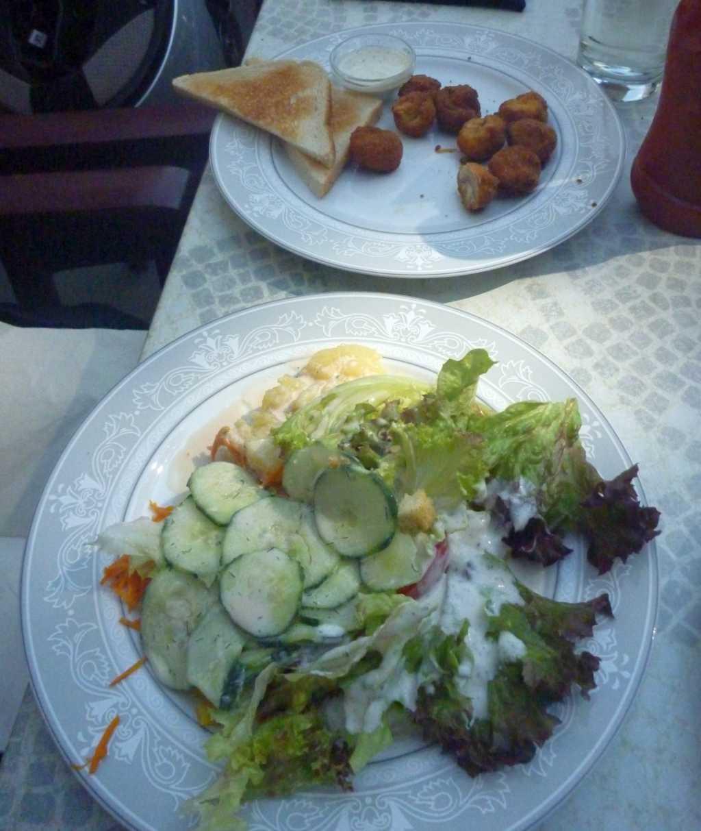 Salatteller mit gebratenen Champignons