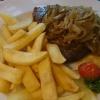 Roastbeef mit Pommes (gute Qualität, knusprig und besser als sie auf dem Foto wirken)