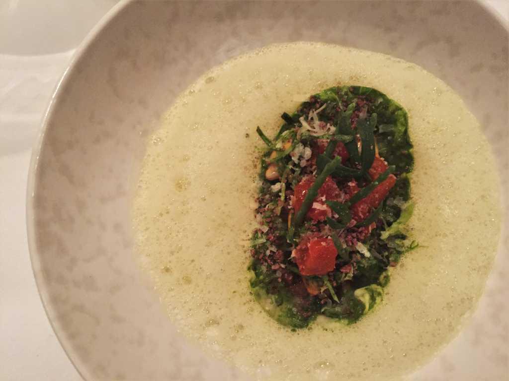 Bouchot Muscheln & Ochsenschwanz, Romana Salat, grüner Curry, Paprika-Lardocreme, Pecorino Riserva