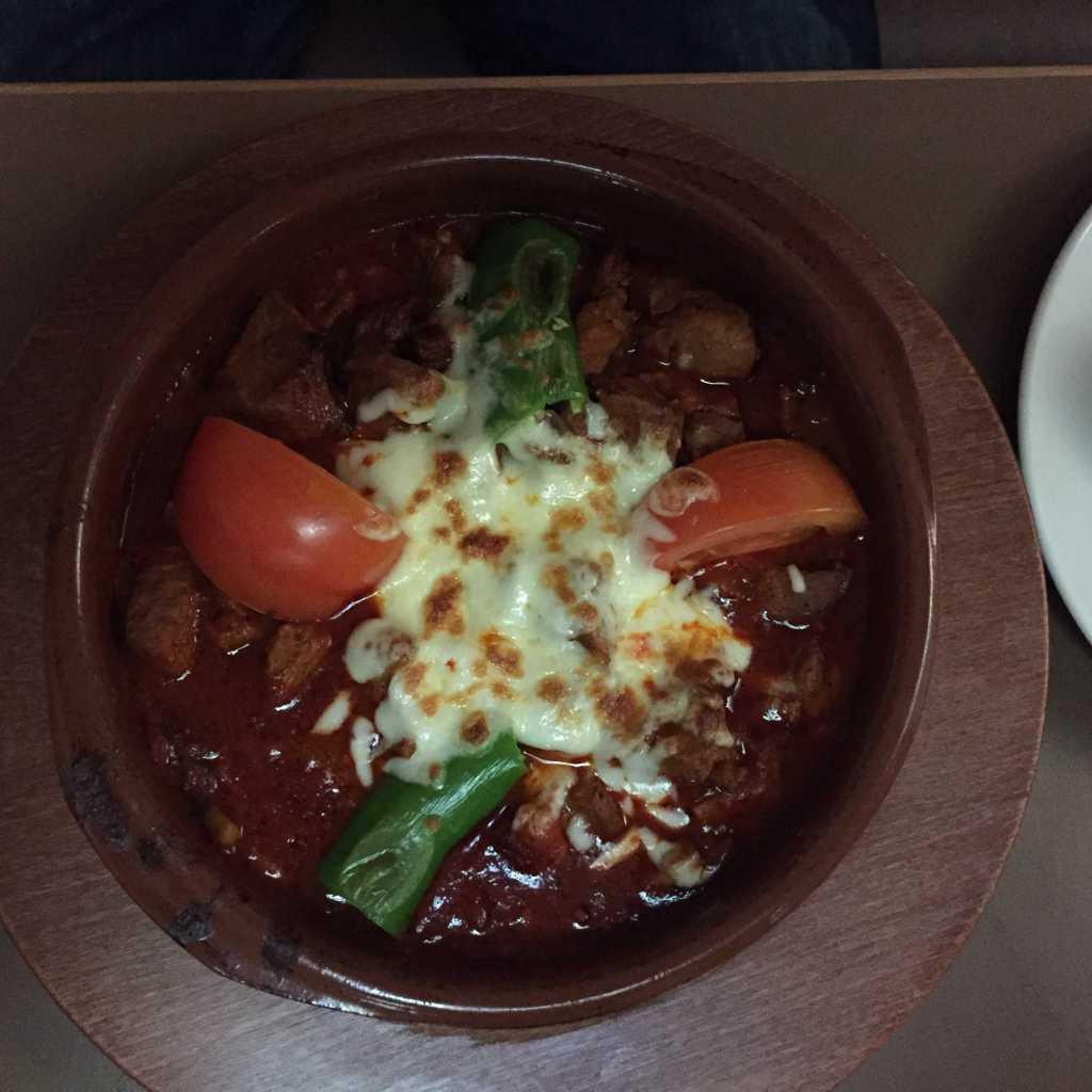 T a vuk S ac K a vurma / Hähnchenfleischpfanne-gewürfelte Hähnchenfleischstückchen mit Peperoni und Tomaten für 13,50 €