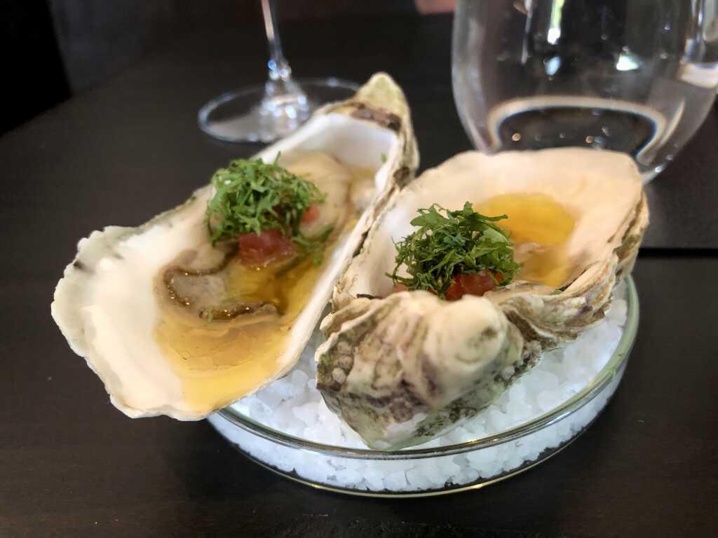 Gillardeau Auster mit Holunderblütenessig und Minze