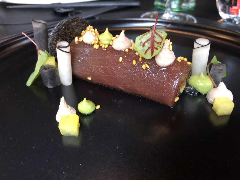 Thunfisch mariniert / Avocado / schwarzer Rettich