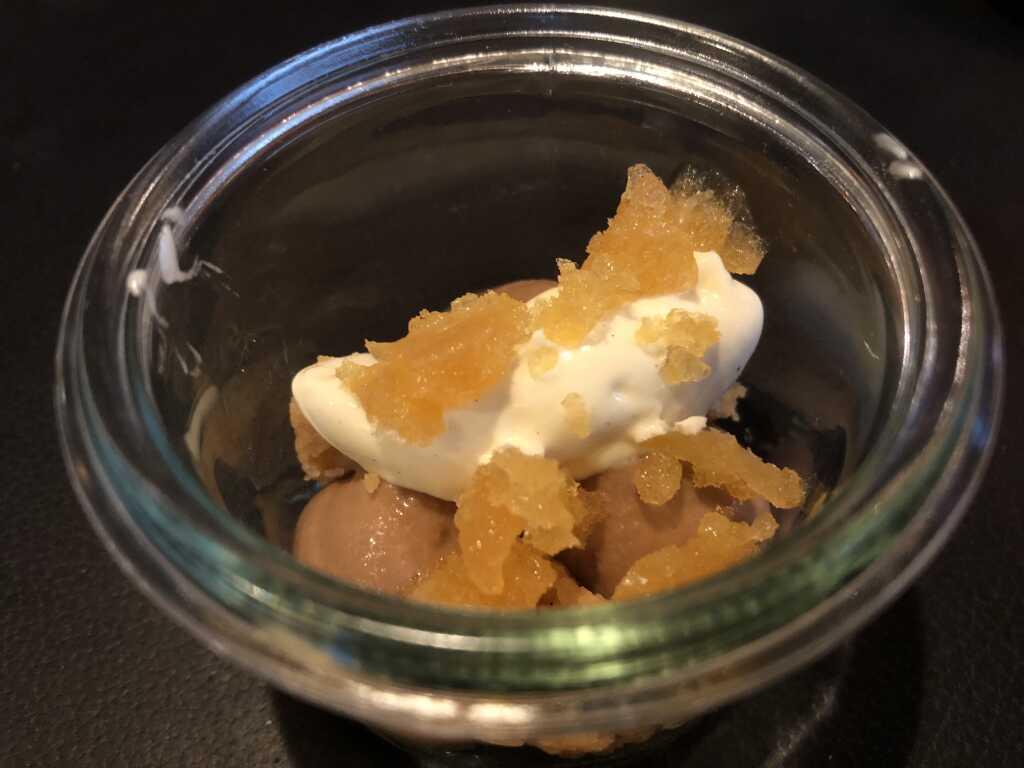 Pré-Dessert: Teecreme und -granité, Vanillecrumble