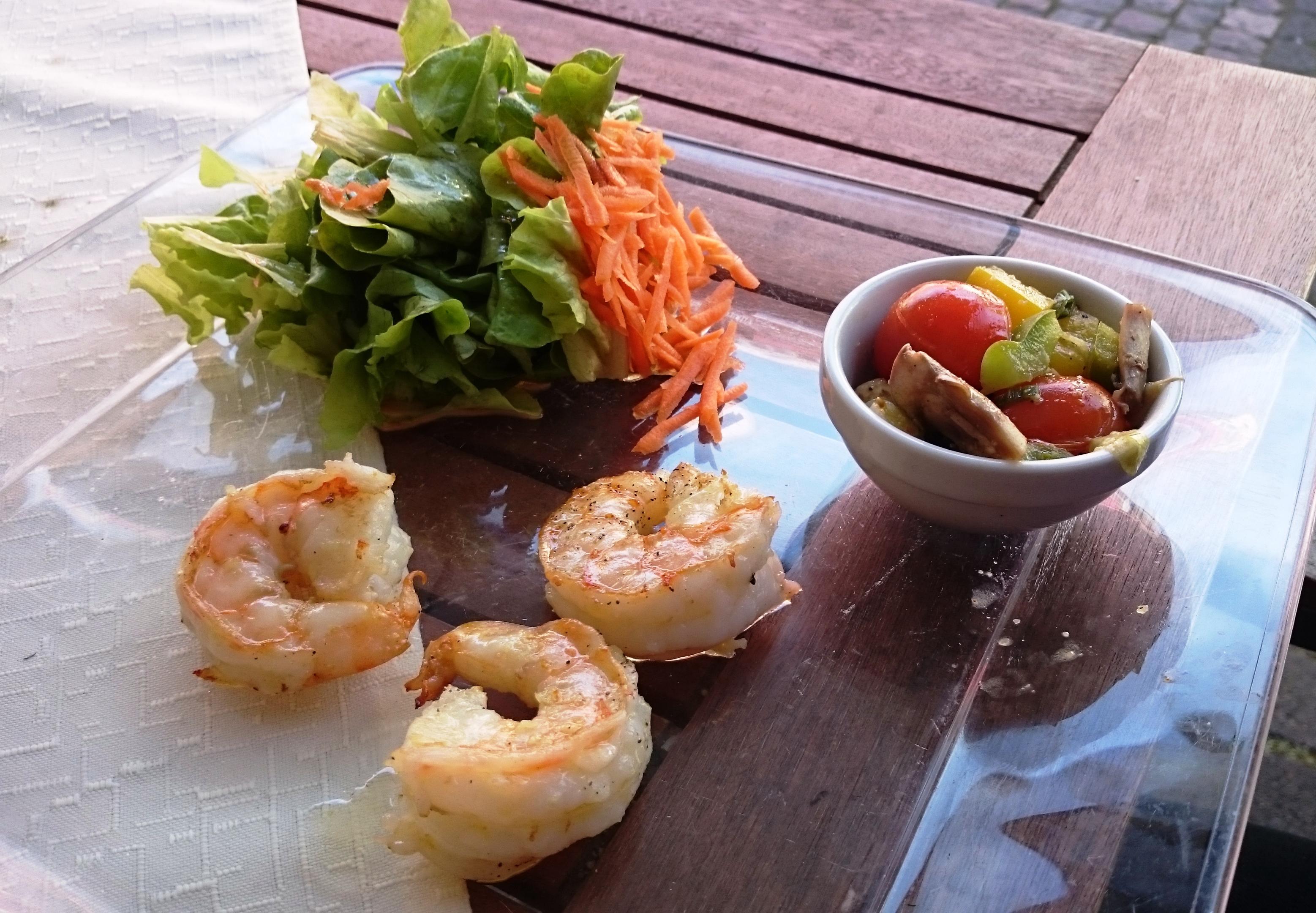 Vorspeise: Garnelen mit Salatbouquet