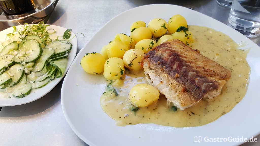 Seelachs Loins mit Salzkartoffeln, und Gurkensalat € 8,90