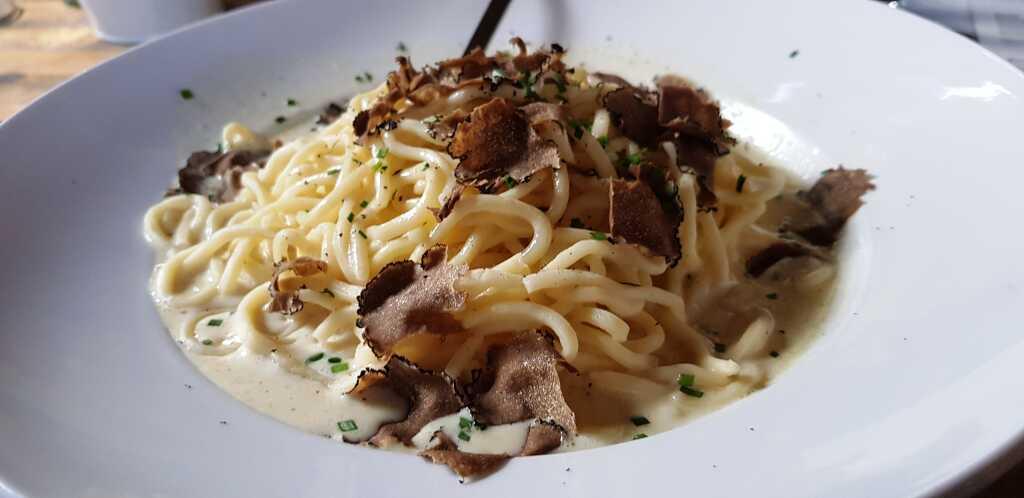 Frische Spaghetti mit Trüffel
