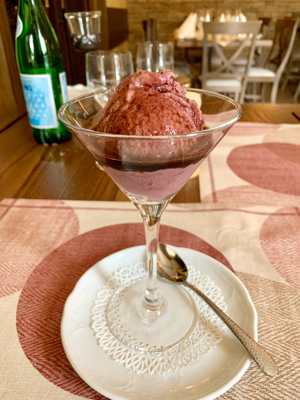 Barolo Sorbet mit Cassis