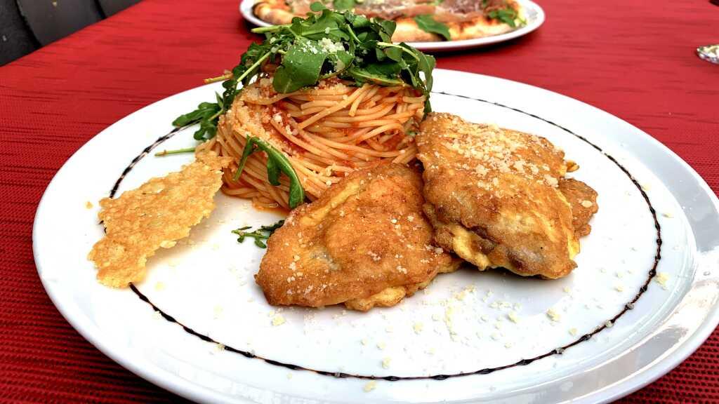 Piccata Milanese mit Spaghetti all Arrabiata
