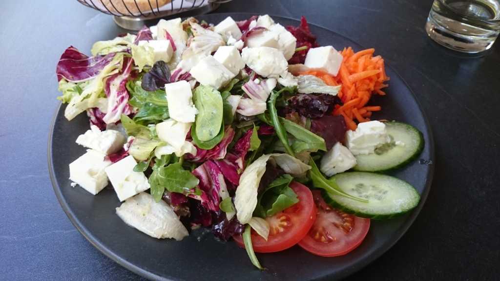 FelsenGraf Salat mit Schafskäse