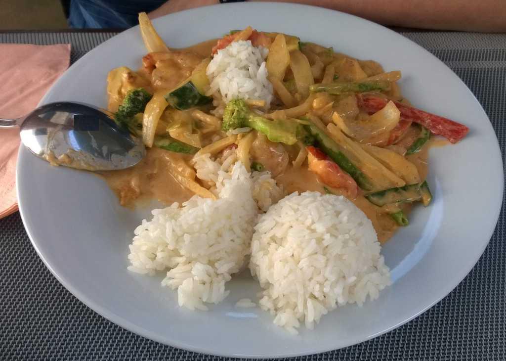 Garnelen mit Wokgemüse und Currysauce