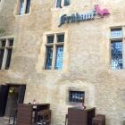 Foto zu Restaurant Frühauf - Auf'm Alten Rathaus: Frontseite mit Eingang zur Lounge
