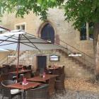 Foto zu Restaurant Frühauf - Auf'm Alten Rathaus: Große Terrasse vor dem Haus auf dem Marktplatz
