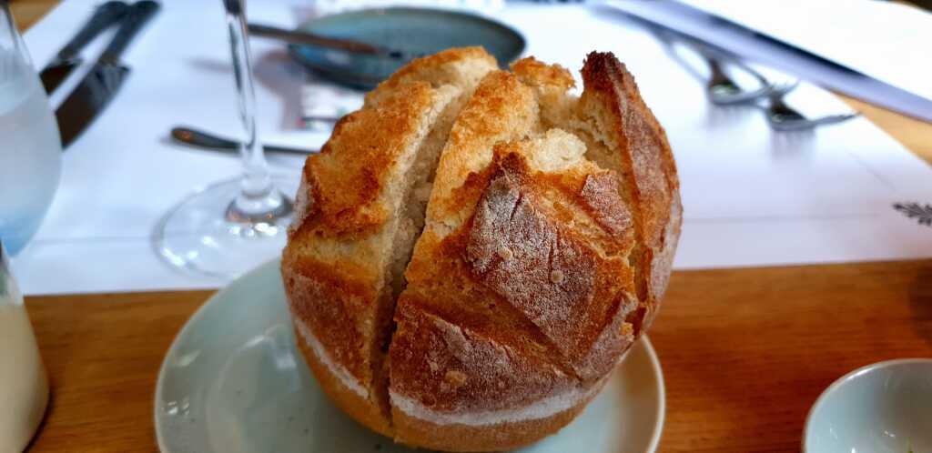 Warmes Brot aus der Muffin-Form