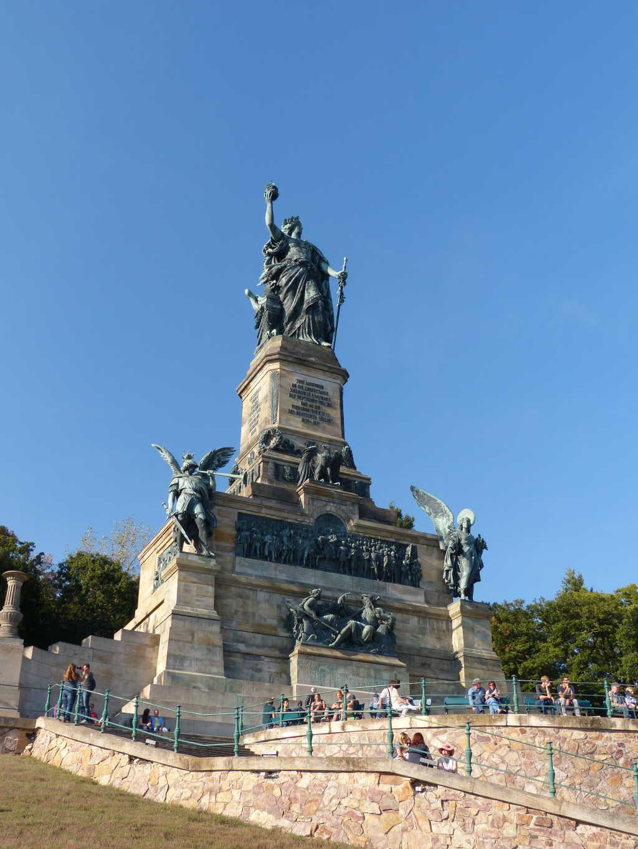 Die Germania, insgsamt 38 m hoch