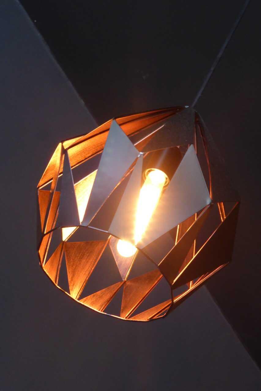 Schöne und sich redlich mühende Beleuchtung