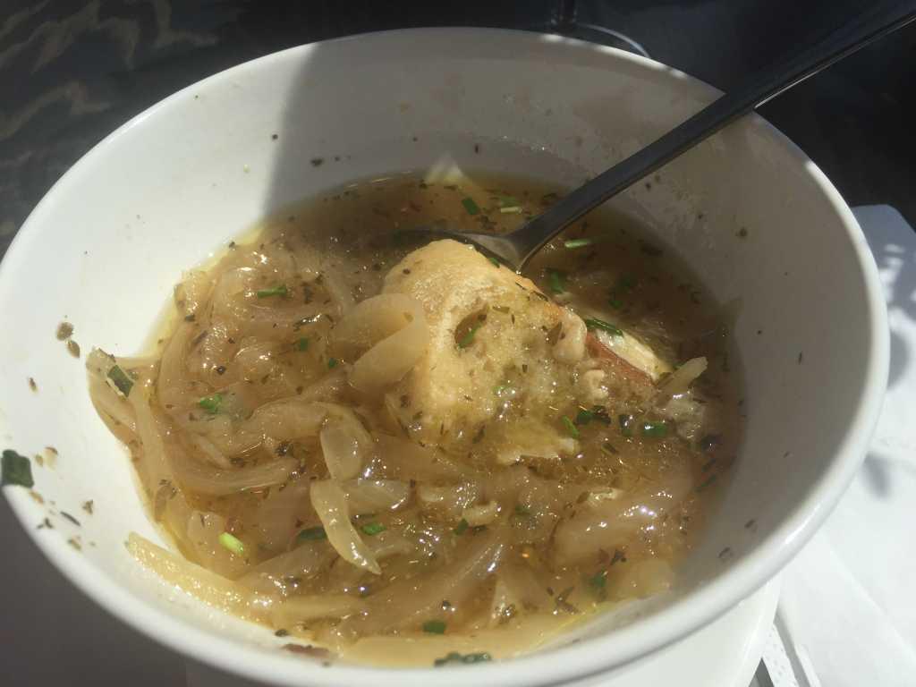 Französische Zwiebelsuppe (Foto leider erst nach halbem Verzehr gemacht)
