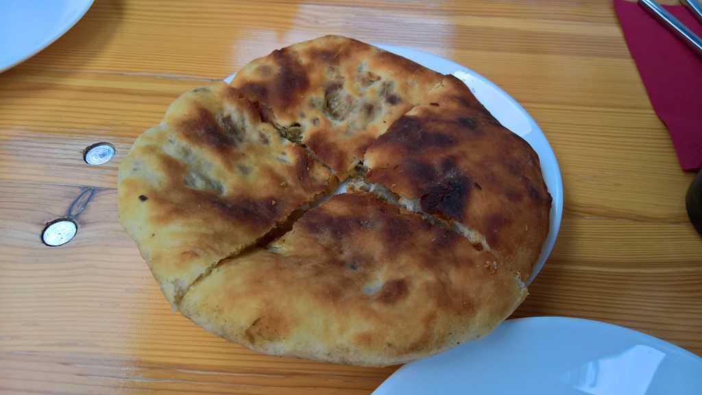 Kubdari - Gebackenes Brot mit Fleischfüllung (pikant gewürzt) - klein für 6,00€