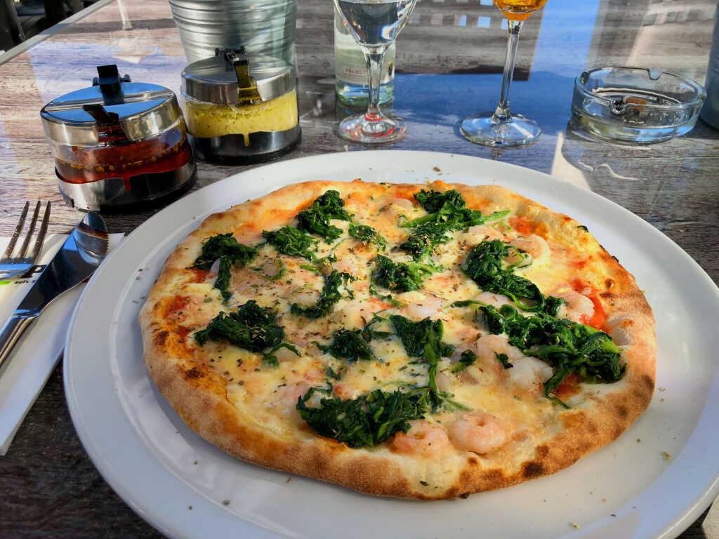 Pizza mit Garnelen & Spinat