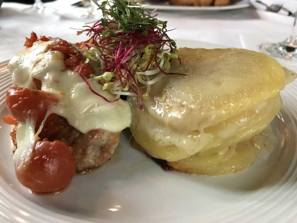 Putenmedaillons, Tomaten-Mozarella, Kartoffelgratin