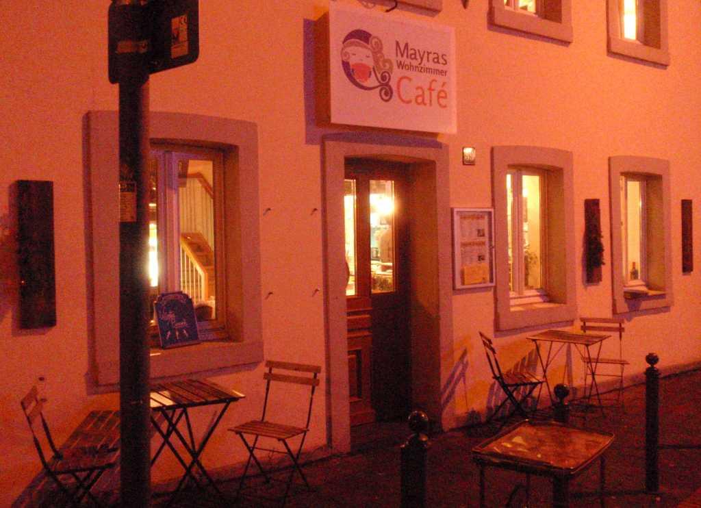 Cafe bei Dunkelheit