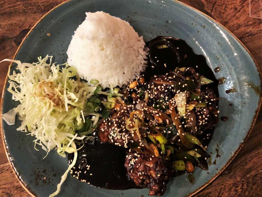 Dakgang Jeong - Knuspriges Hühnerfleisch in scharfer Knoblauchsauce