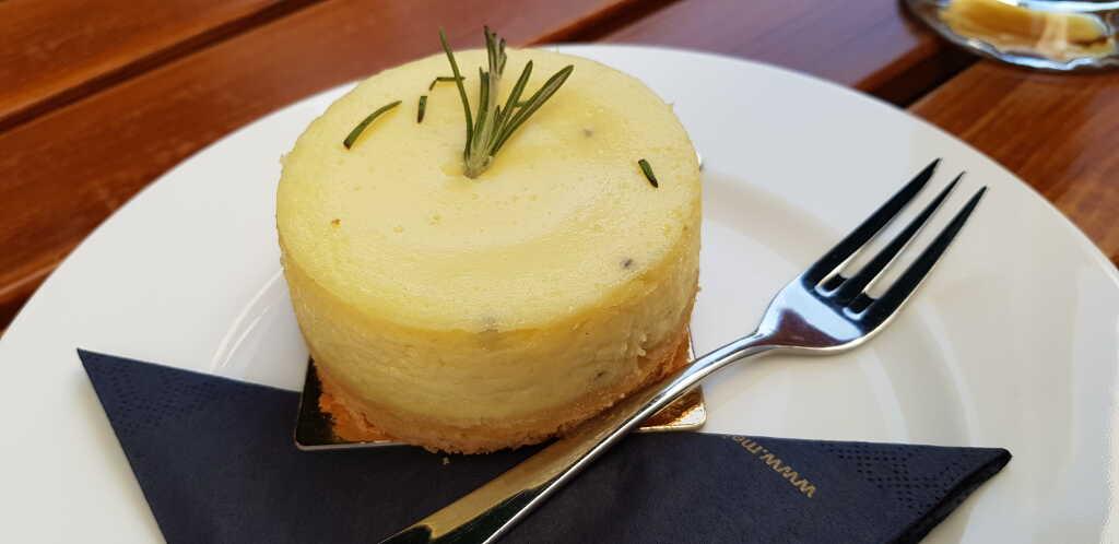 Käsekuchen mit Rosmarin und Olivenöl