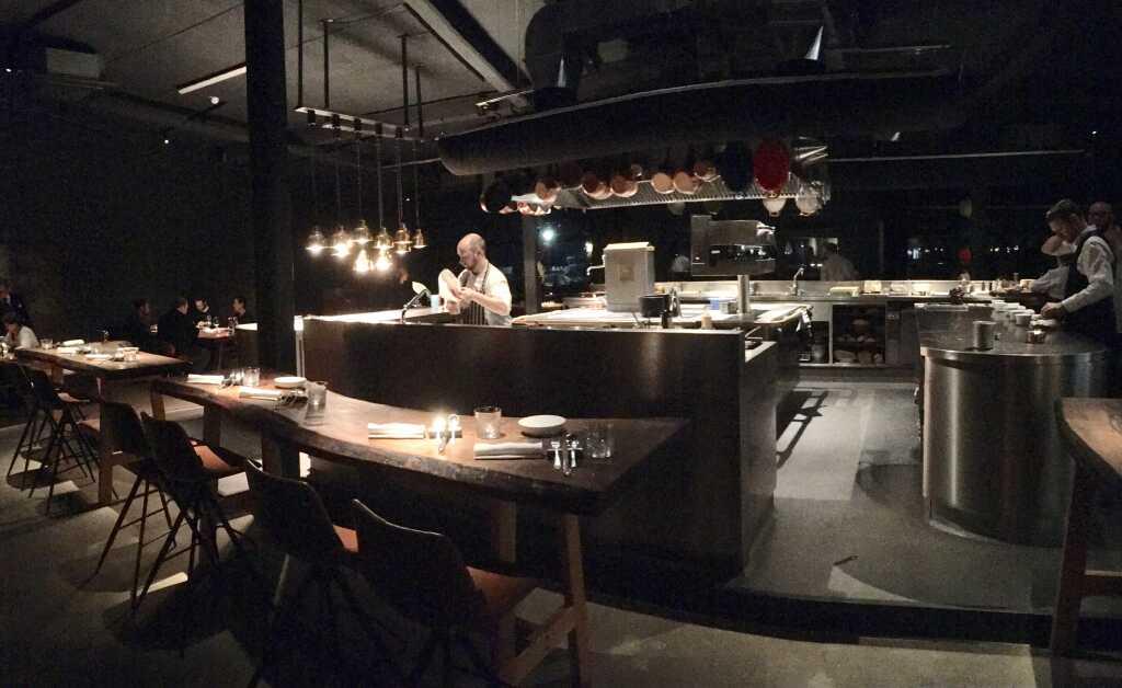 Blick auf die zentrale offene Küche. #1