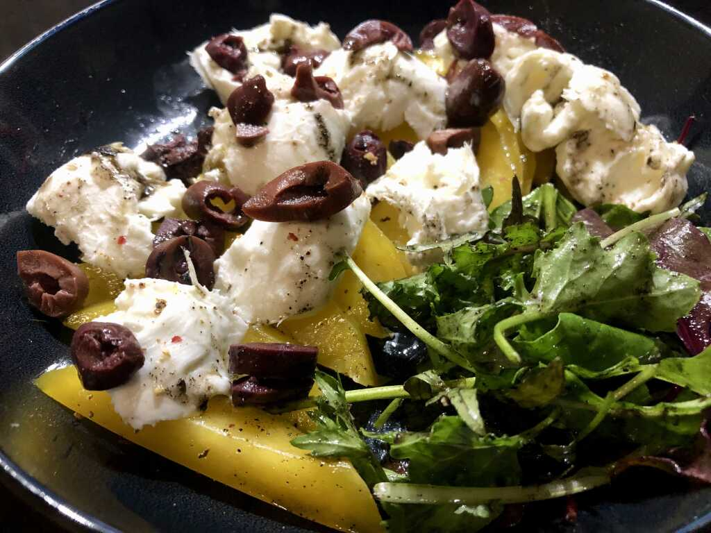 Büffelbill-Mozzarella- Mango mit Chiliöl - Kalamata Oliven von Jordan