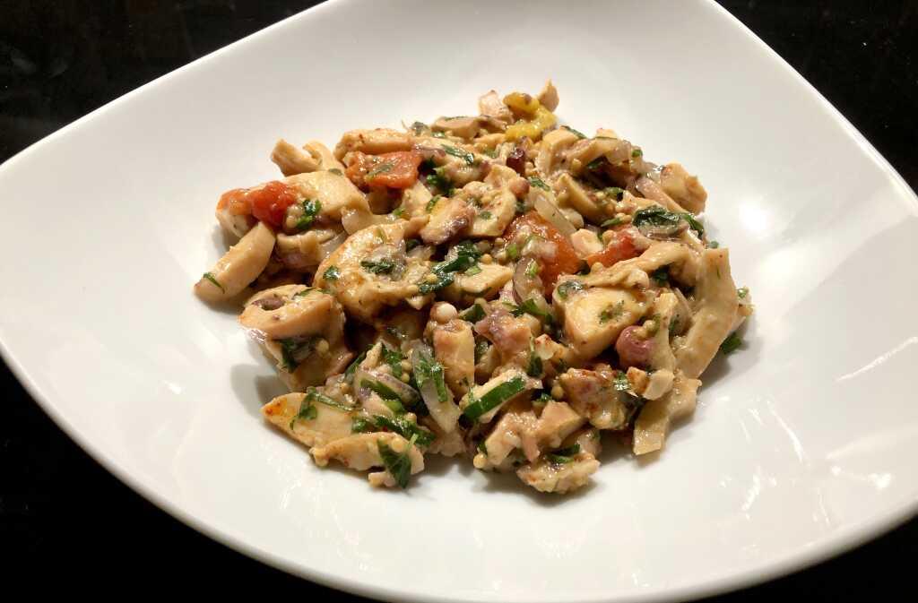 Oktopus-Salat mit geschmorter Paprika und Estragon