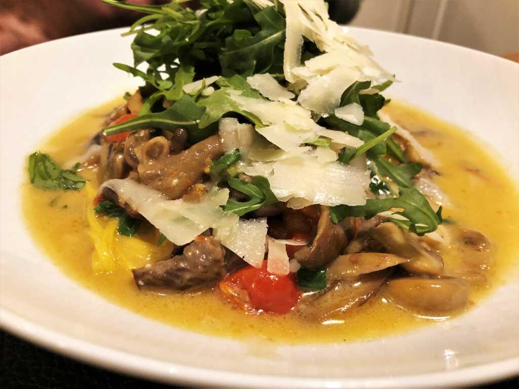 Spaghetti Vince | Rinderfilet | Pilze | Trüffelbutter | Parmesan | Rucola