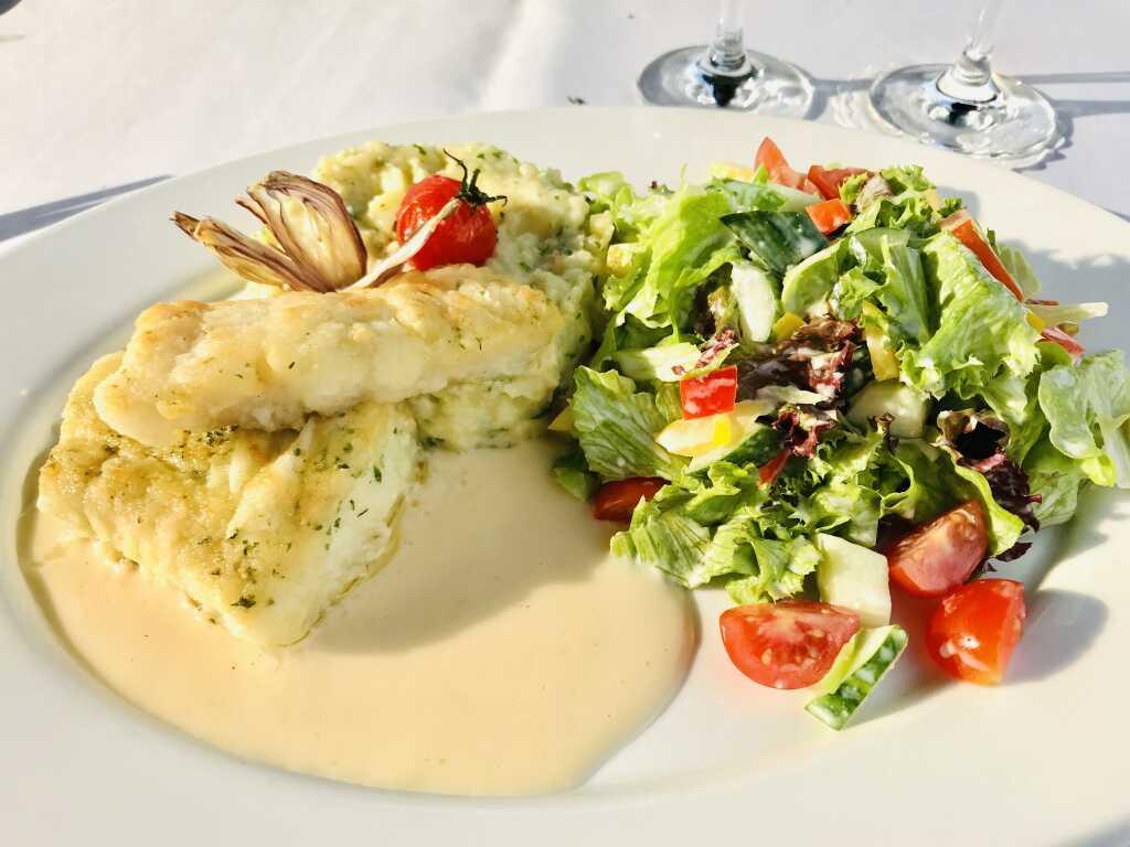 Dorsch mit Kartoffel-Selleriepüree und Zitronensauce, (und schon leuchtet die Sonne auf die Speise)