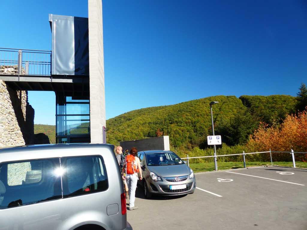 Barrierefrei. Parkplätze und Aufzug vorhanden.