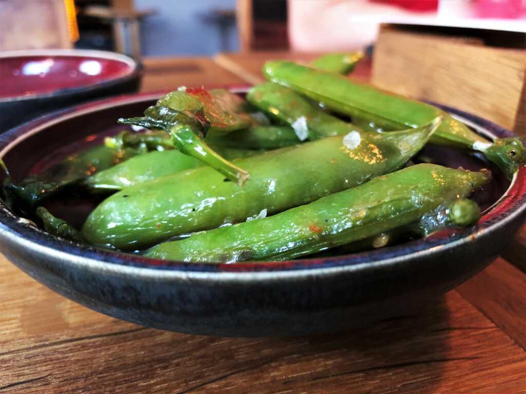 Otoshi - Pfälzer Erbsen, in der Schale gegrillt, Marinade aus Kimchi