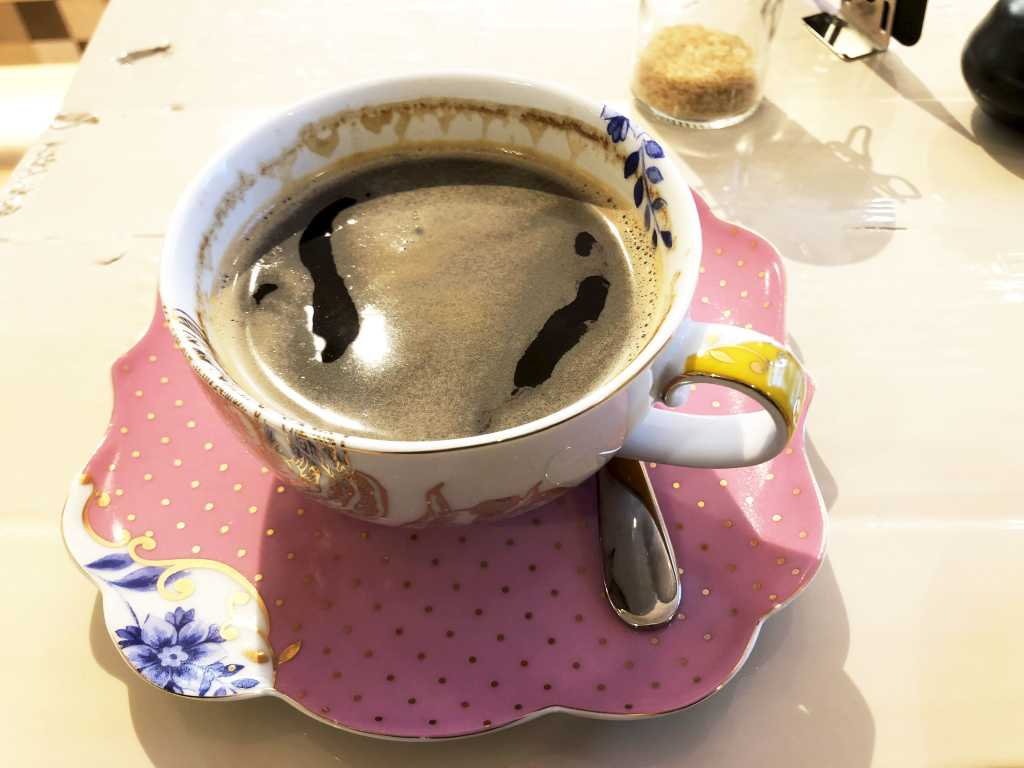 Kaffee hübsch präsentiert