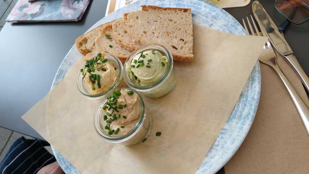 Brot und  Frischkäse-Dips 8,50€