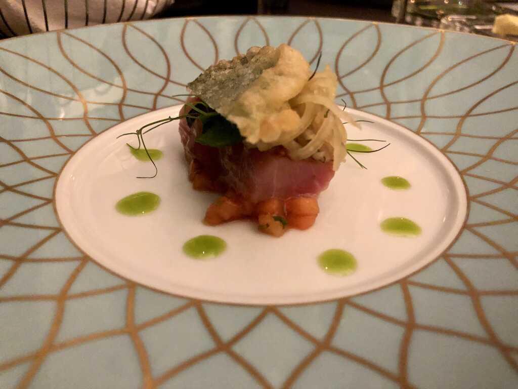 Thunfischbauch mit Soja und Muscovado lackiert, zweierlei von der Papaya