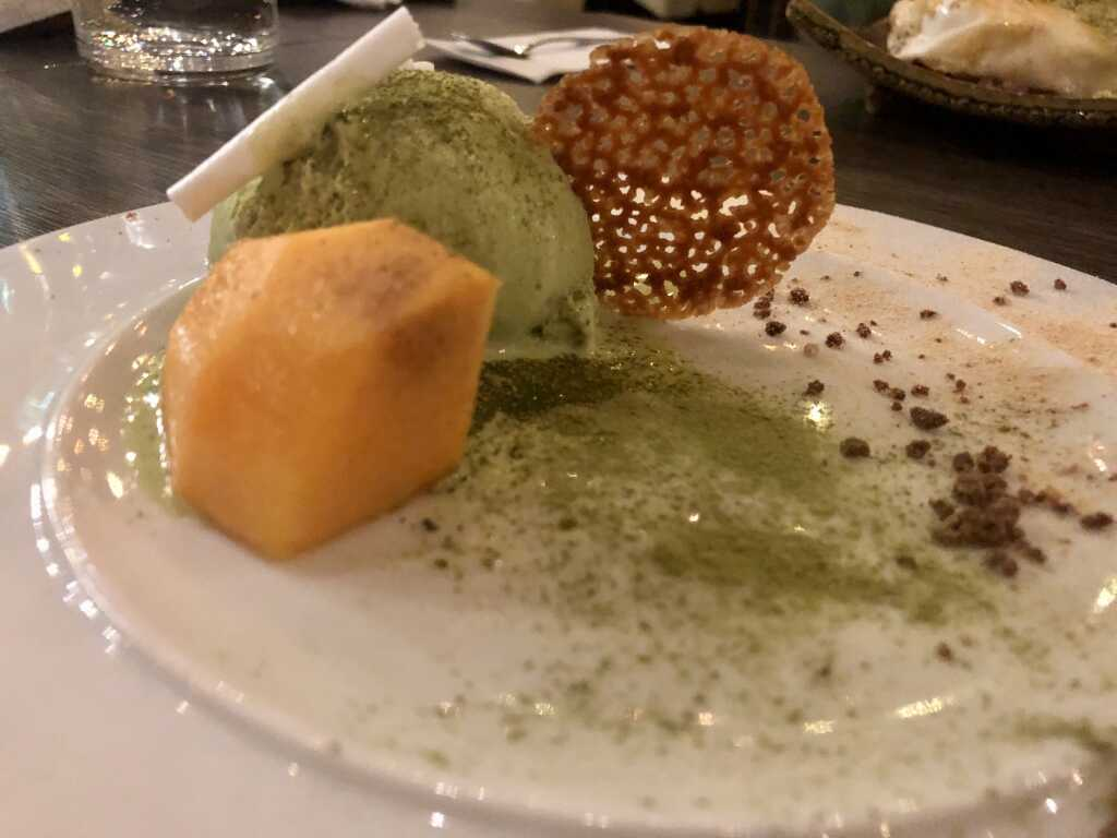 Matcha-Eis & Papaya