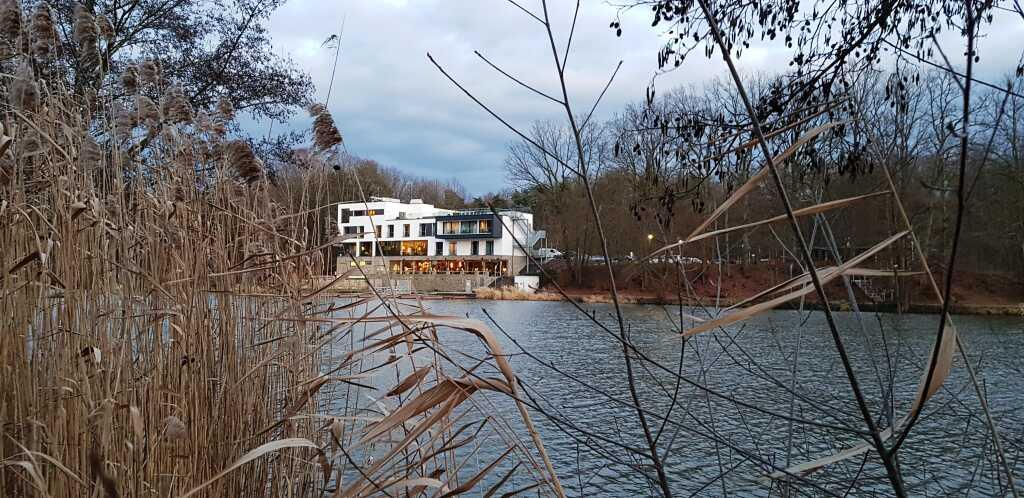 Blick aufs Peters von der gegenüberliegenden Uferseite