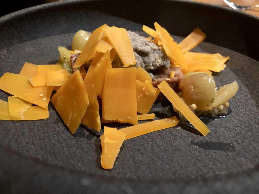 Mimolette mit Trüffeleis, Traubenchutney und Apfel