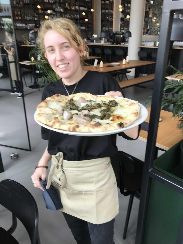 lecker neapolitanische Pizza